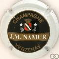 Champagne capsule 1.a Blanc, noir, or et rouge, espace entre JM et Namur